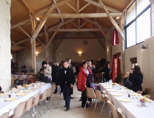 Interpretación de acompañamiento durante una de las comidas oficiales en el Seminario de Estética (Gernetic – Francia).Interpretación de acompañamiento